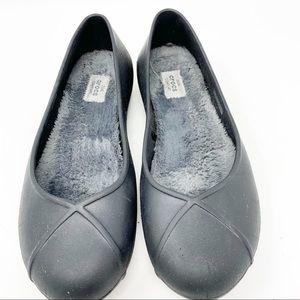 Crocs Flats Size 9. (02)